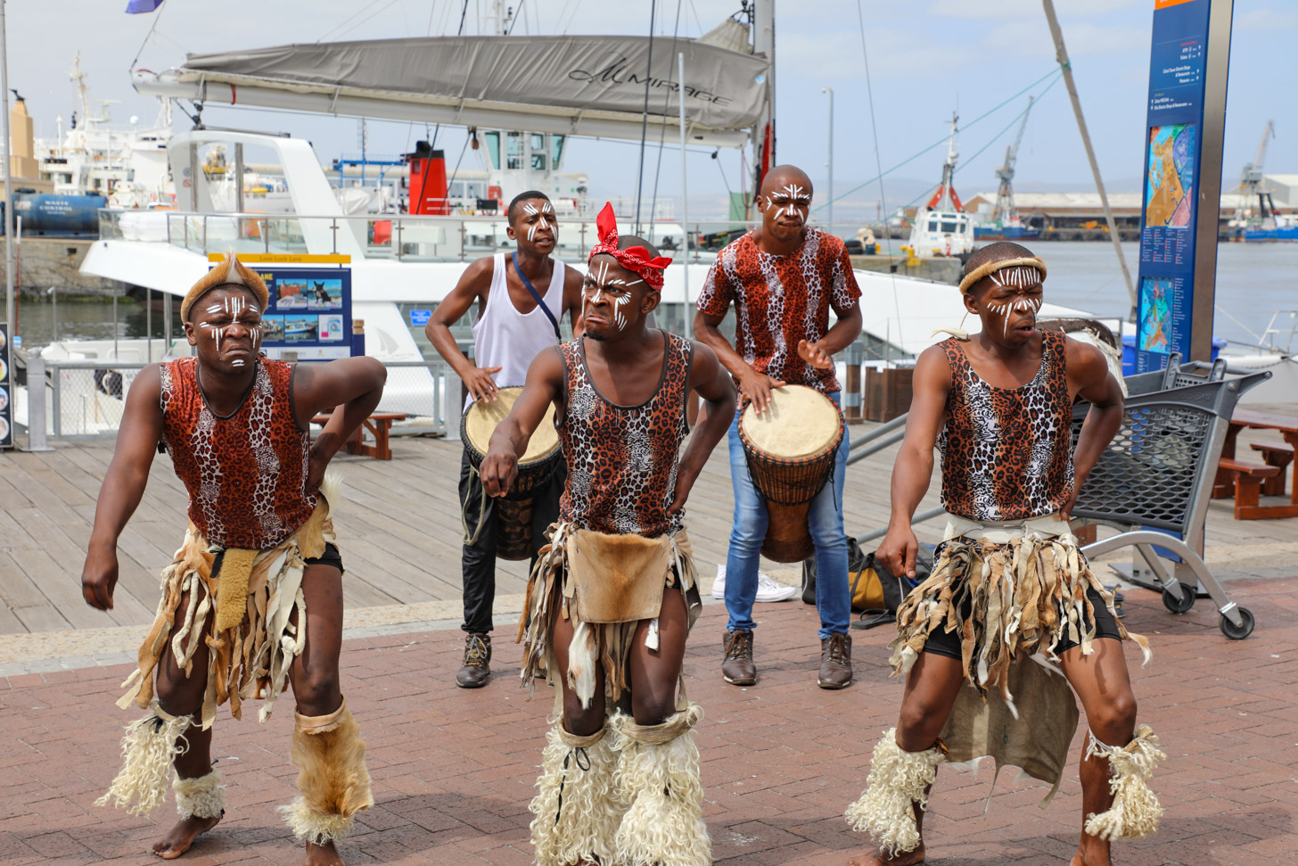 Afrikaanse dansers in Waterfront