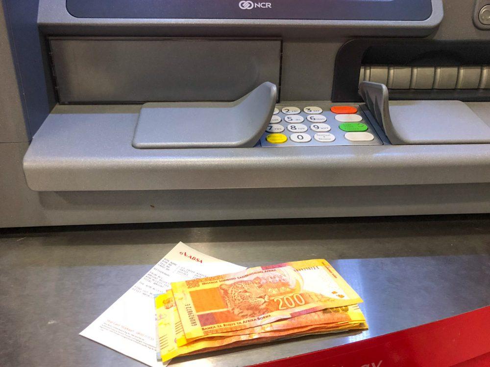 Geld uit de geldautomaat
